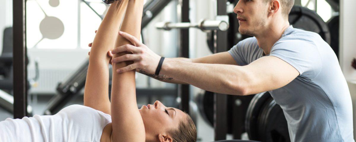 exercice-abdos-avec-coach-sportif